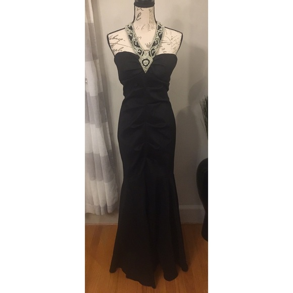 ba844d9f485 Betsy   Adam Black Gown Size 14
